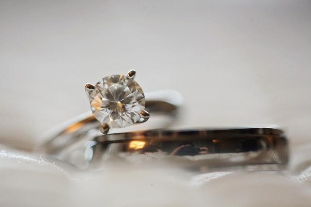 Imagem de anel com diamante
